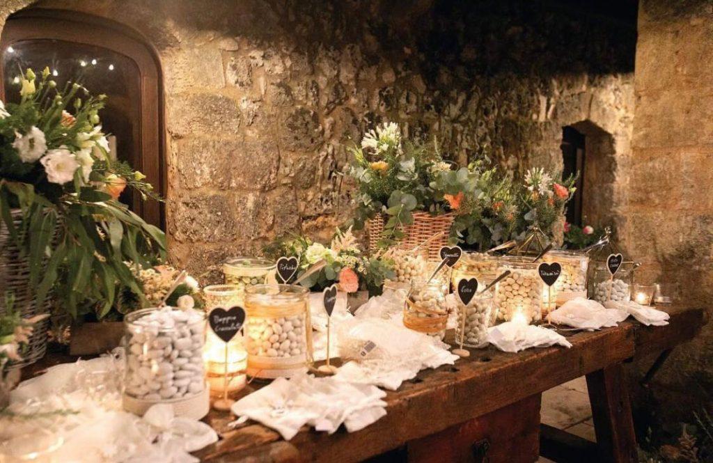tavolo dei confetti del matrimonio